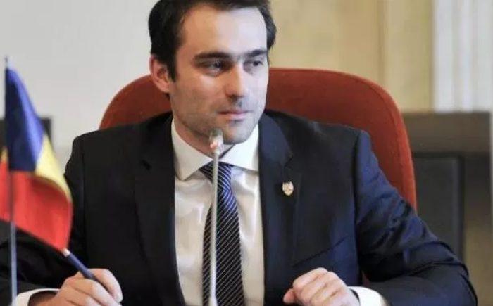 Senatorii USR au început strângerea de semnături pentru revocarea lui Călin Popescu Tăriceanu din funcția Președinte al Senatului